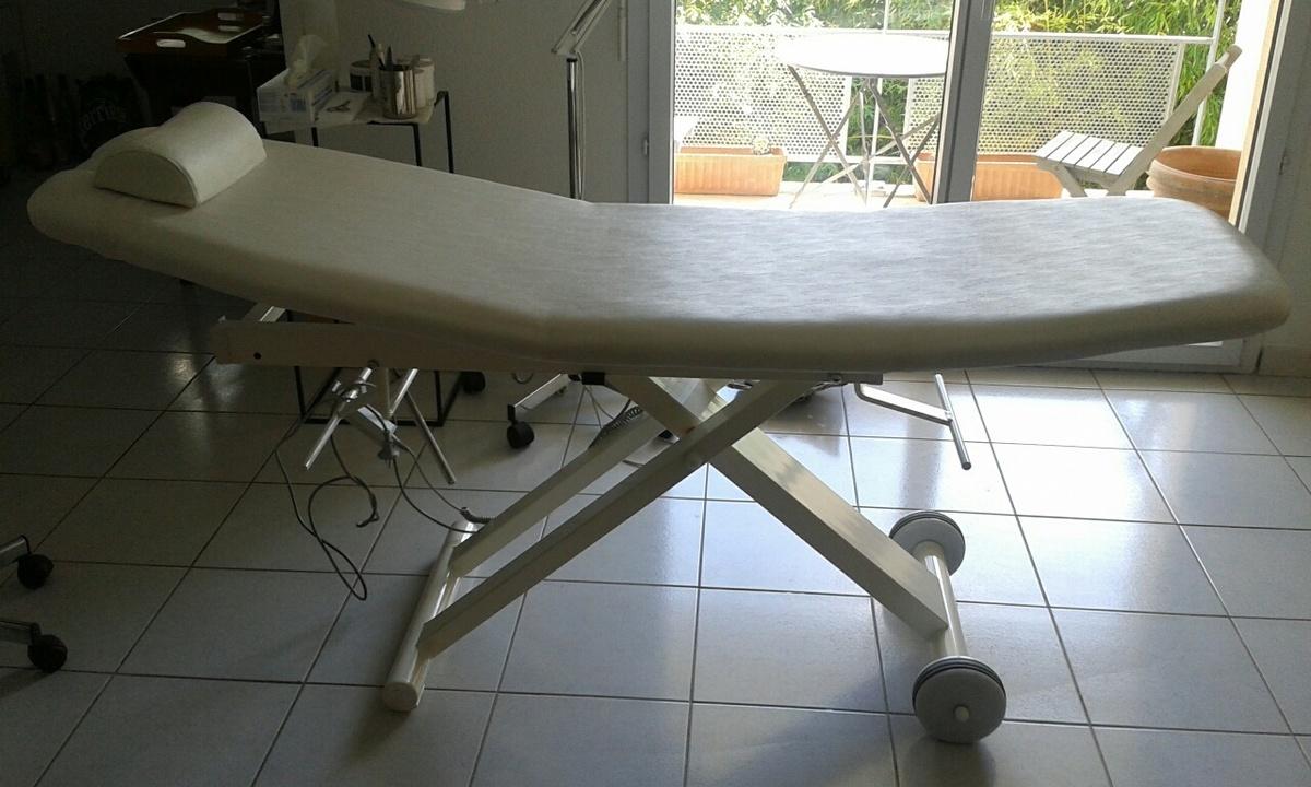 table de soin esthetique annonce sur sideplace. Black Bedroom Furniture Sets. Home Design Ideas