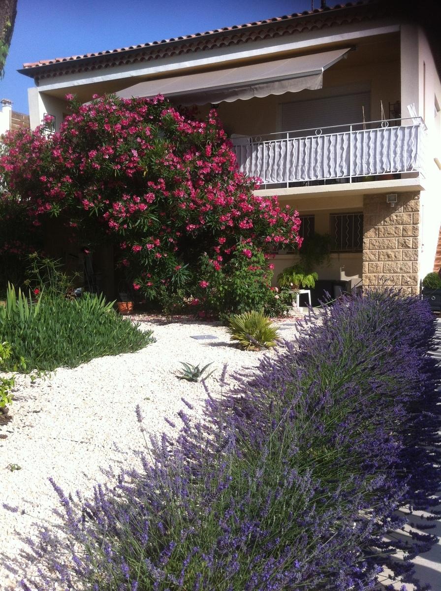 Villa quartier r sidentiel aus portes de la provence for Jardin 130m2