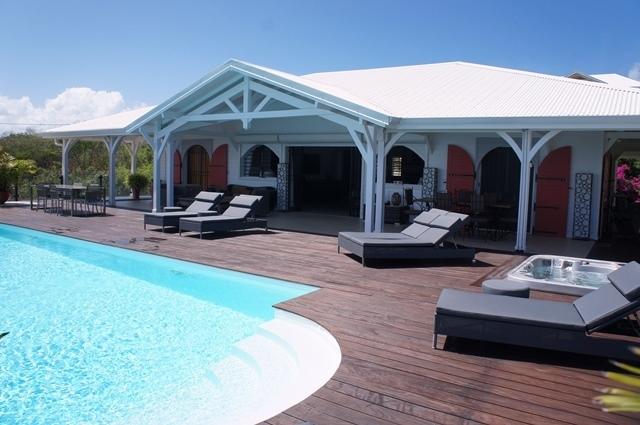location vacances guadeloupe pour 6 personnes avec piscine vue mer en bord de plage annonce. Black Bedroom Furniture Sets. Home Design Ideas