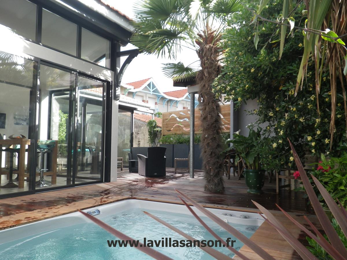 villa de charme avec grand spa arcachon annonce sur sideplace. Black Bedroom Furniture Sets. Home Design Ideas