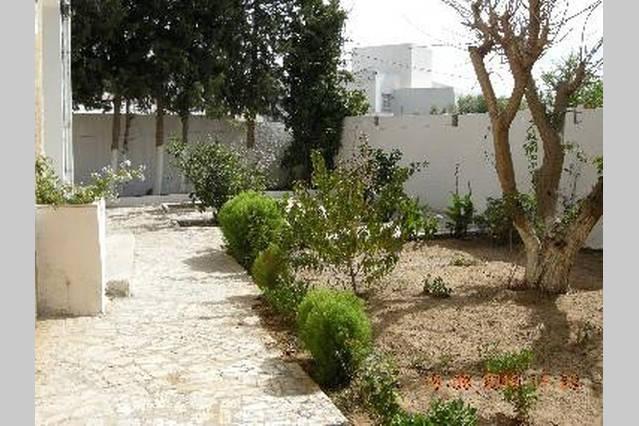 Villa bizerte avec jardin de 400 m2 annonce sur sideplace for Jardin 400m2